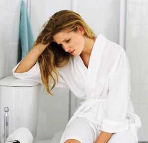 Беременная, тужиться в туалете